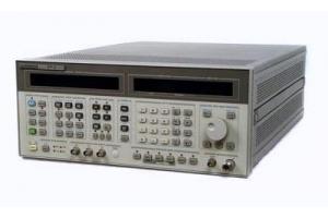 Hewlett Packard 8664A signální generátor 100kHz - 3GHz obrázek