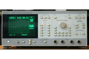 Wiltron 562 scalar network analyzator skalární obvodový analyzátor 10 MHz - 40 GHz obrázek 1