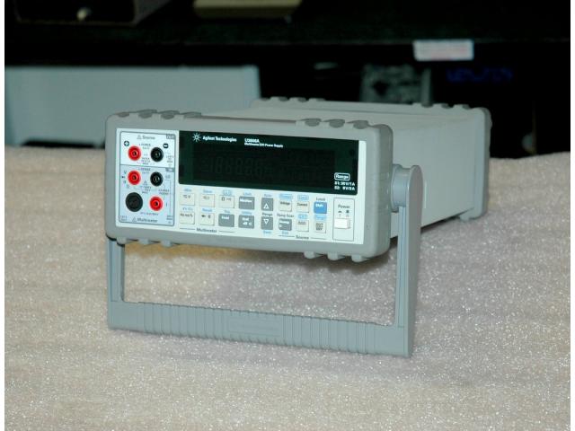 Agilent U3606A multimetr a DC zdroj